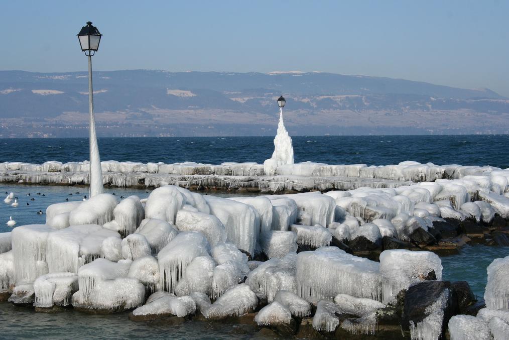 Le lac Léman gelé